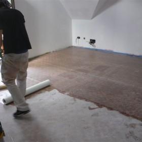 Colocación de malla sobre suelo radiante