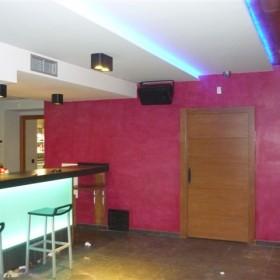 Bar restaurante color rosa mistica